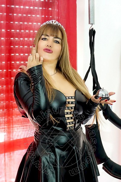 Miss Lorena  mistress Rende